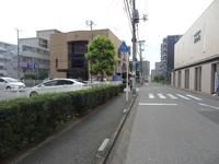 ライフケア、四谷大塚の手前の角を左に曲がります。ここまでJR津田沼駅から徒歩2分です。